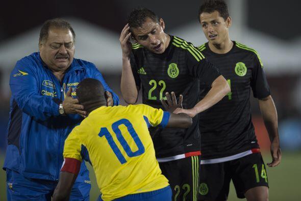 Paul Aguilar sufrió una lesión que le abrió la cabeza y se lo reclamaba...