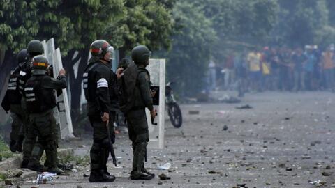 Al menos un muerto y más de 300 detenidos en las manifestaciones por fal...
