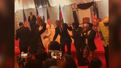 Obama baila en su visita a Kenia