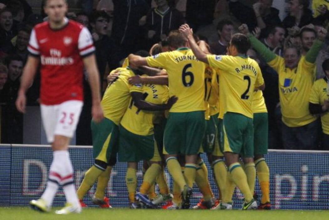 Los canarios, que no habían ganado en la Premier celebraron su gol.