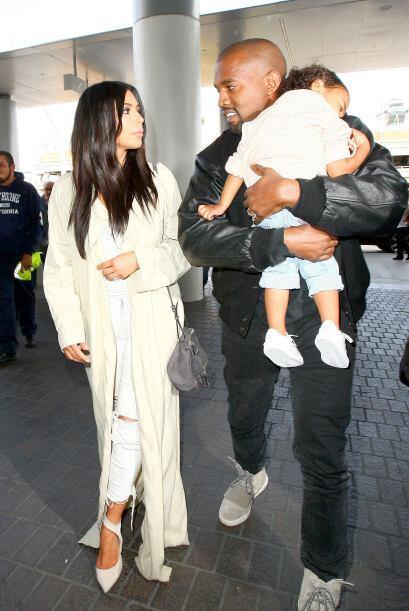 Kim, Kanye y Nori aparecieron en el aeropuerto de Los Ángeles, listos pa...