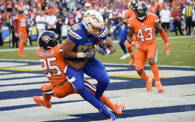 Chargers frenaron a Siemian y los Broncos tropezaron en San Diego