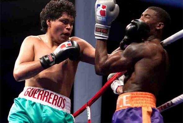 El combate que puso punto final a la primera velada boxística de...