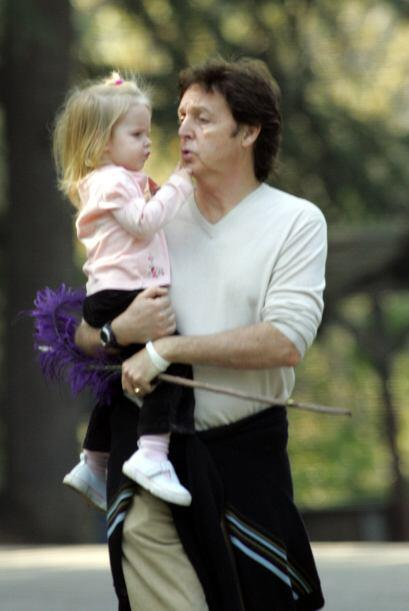 Beatrice es única hija que tuvo Paul McCartney con Heather Mills.Mira aq...