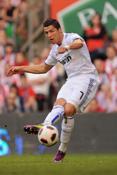 Cristiano Ronaldo se le escapó a los defensores, que se durmieron, y se...