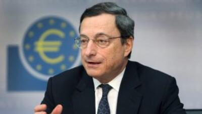 Mario Draghi, presidente del Banco Central Europeo, no descartó una posi...