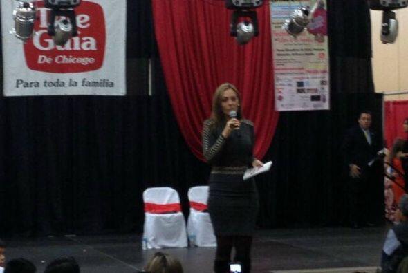 Verónica del Castillo en La Feria del Libro en la ciudad de Chicago
