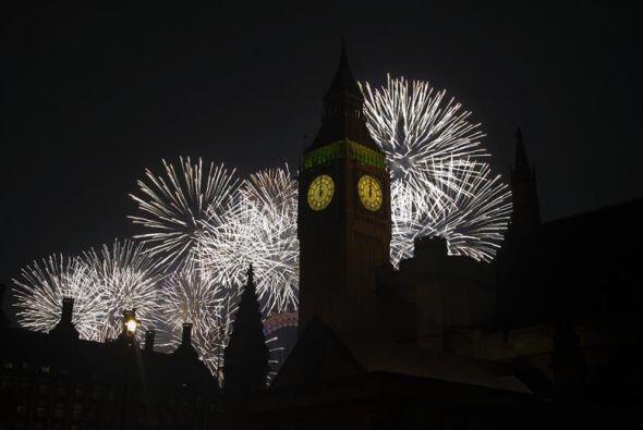 Unas cien mil personas se reunieron para las celebraciones en la rivera...