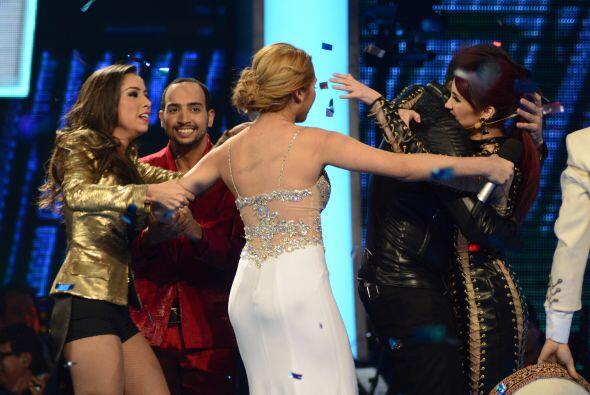 Jencarlos abrazó a Dulce María.