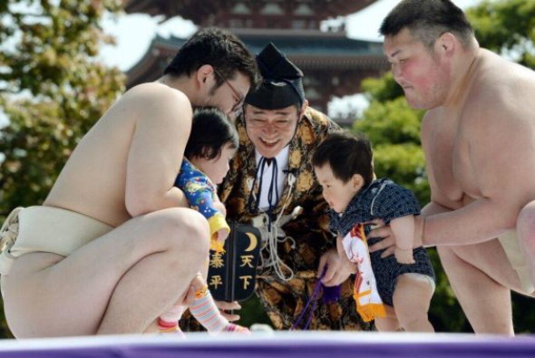 Los niños son a menudo vestidos con kimonos en miniatura.