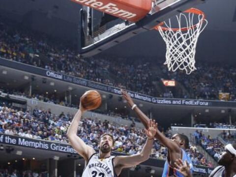 Kevin Durant se sacudió las críticas a su flojo juego, y c...