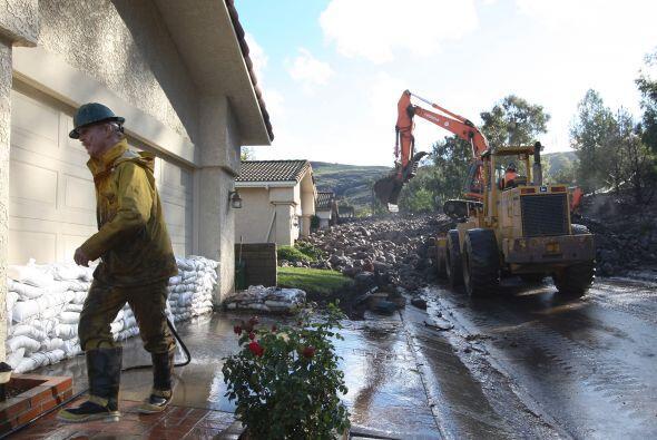 Al menos 18  casas inhabitables  en Camarillo Springs estas son las im&a...