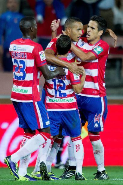 El delantero africano hizo dos goles en el empate de su club ante el Get...