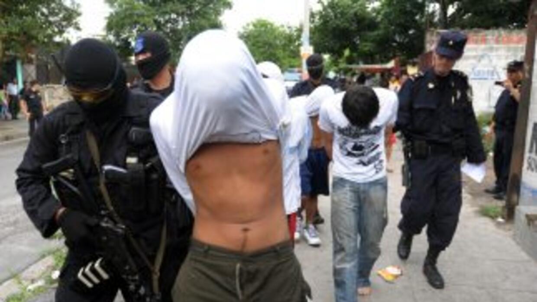 En El Salvador, las pandillas establecidas en populosos barrios están in...