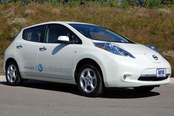 A simple vista es un hatchback, muy parecido al Nissan Versa que incluso...