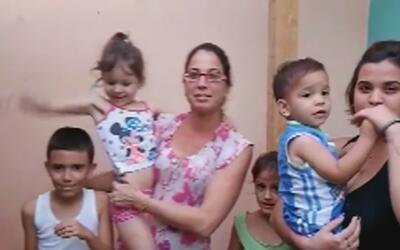 Habla familia cubana que se quedó sin hogar luego de que su casa se derr...