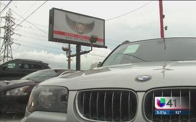 Aumentan denuncias de fraude contra lote de autos