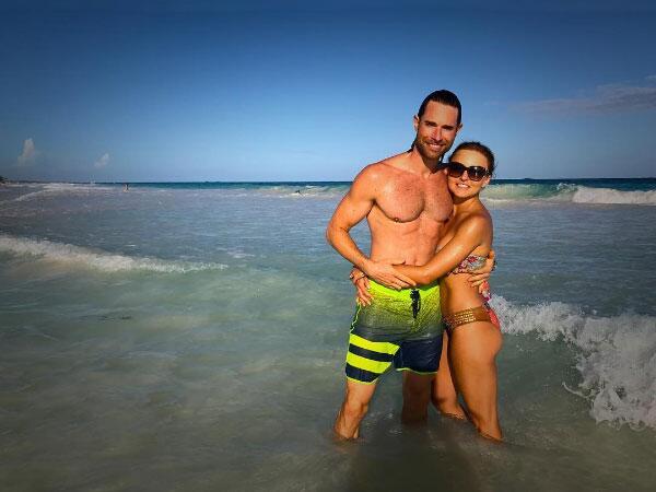 Angelique Boyer y Sebastián Rulli se enamoran en la playa - Univision