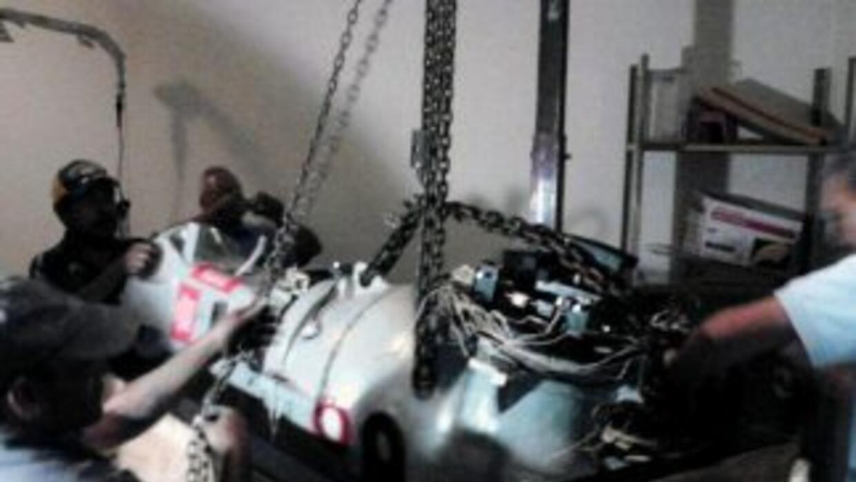 El equipo de teleterapia con material radioactivo robado es cargado en T...