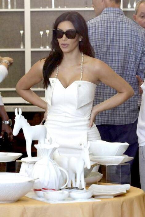 1. Hace una semana habían corrido rumores de que Kim se casaría en secre...