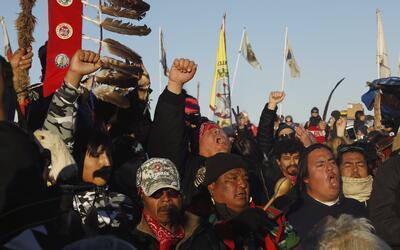 Los nativos de una tribu de la reserva indígena Standing Rocks ce...
