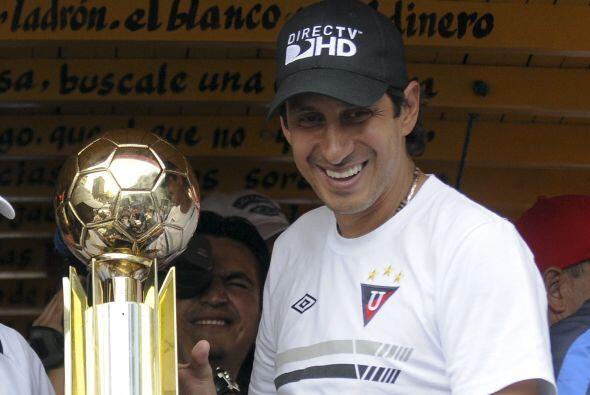 El veterano portero ecuatoriano José Cevallos tiró los gua...