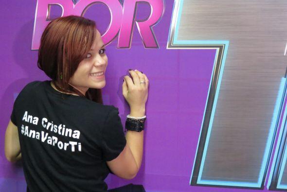 Ana Cristina nos presume su T-shirt enviada por su familia.