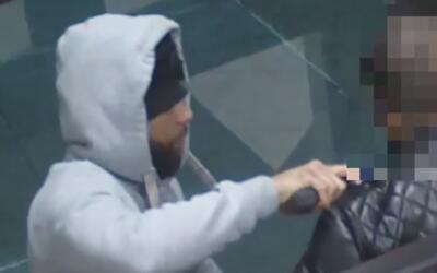 Buscan a los dos sospechosos de asaltar a mano armada a un hombre en El...