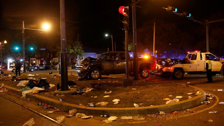 Un vehículo atropella a varias personas durante un desfile en New Orleans