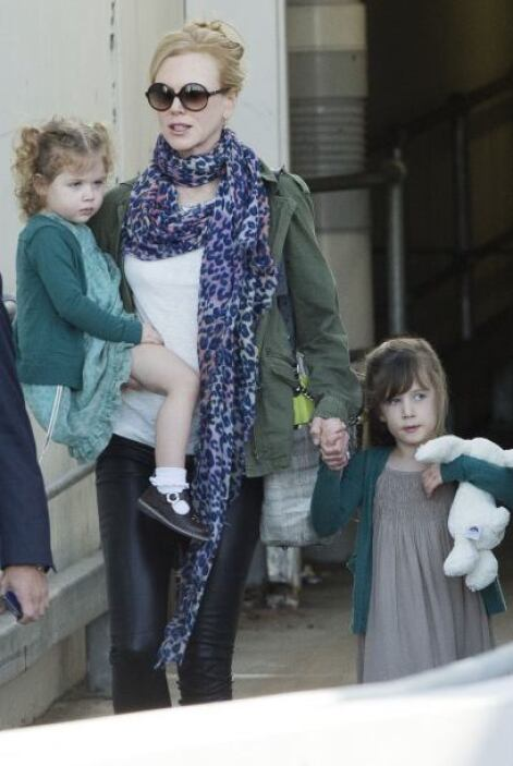 Nicole Kidman y sus nenas, muy seriecitas. ¿Nadie se sabe un chiste para...