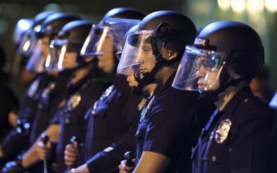 Agentes antimotines del LAPD.