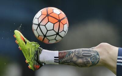 Ofrecen 60 mil dólares por el balón que voló Messi