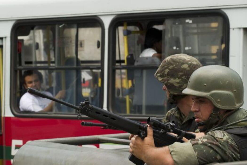 El gobernador de Río de Janeiro, Sergio Cabral, decidió pedir más apoyo...