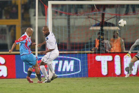 Justo antes del final de la primera etapa, el Catania logró el empate.