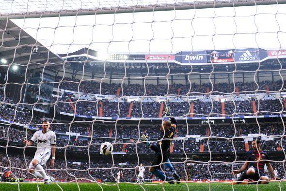 El balón fue a las redes sin tiempo de reacción para Valdés. El Madrid c...