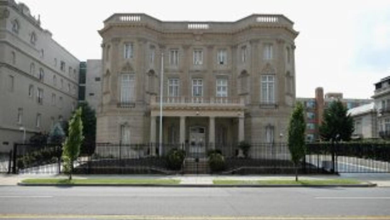 La Sección de Intereses de Cuba en Washington ya instaló un mástil para...