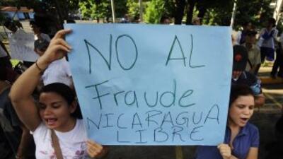 Opositores al presidente reelecto Daniel Ortega, protestan un día despué...