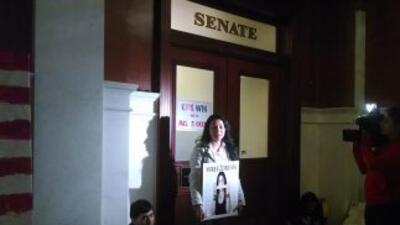 Estudiantes afuera de la oficina del senador Folmer. Foto cortesía de Ju...
