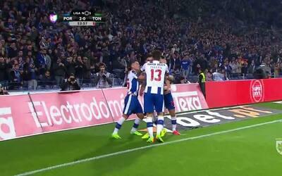 Goooolll!! Rúben Diogo da Silva Neves mete el balón y marca para Porto