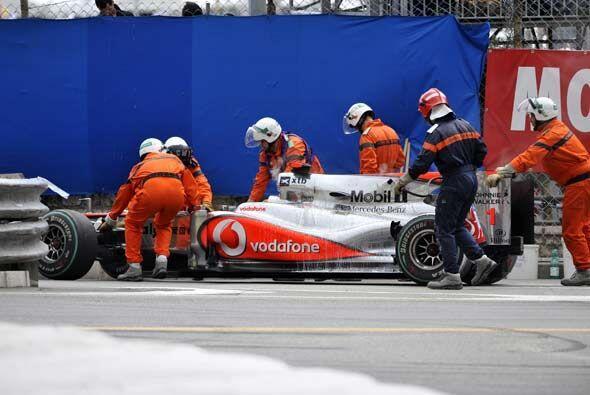 El McLaren-Mercedes de Button quedó fuera de acción en la...