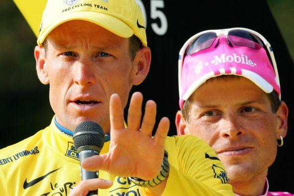 De los seis tours que ganó Lance Armstrong, tres veces estuvo escoltado...