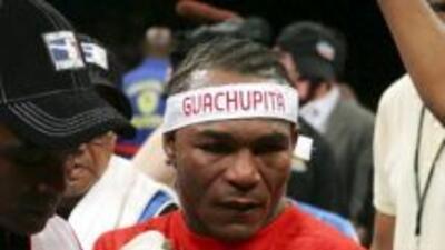 Joan Guzmán ganó por nocaut en un round.