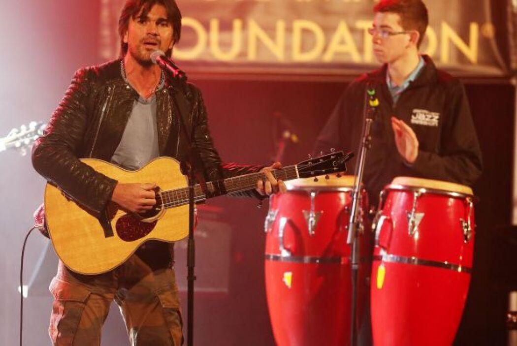 El cantante Colombiano y multi-ganador del GRAMMY, Juanes, se presentó e...