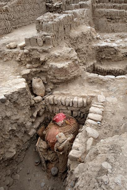 Los waris (700-1200 d.C.) fueron un pueblo guerrero llegado desde las mo...