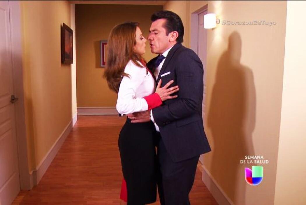 ¡Cuidado Fernando! Recuerda que ya eres un hombre comprometido, tienes q...