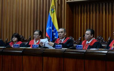 Asamblea de Venezuela se apresta para la destitución de todos los miembr...