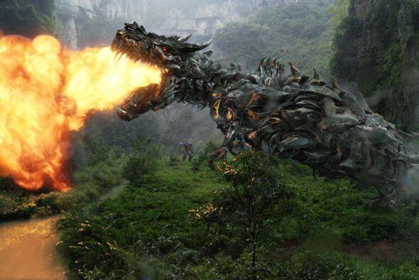 En esta ocasión, los Transformes luchan contra un grupo de dinosaurios m...