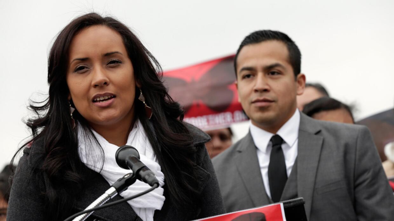 Erika Andiola junto a César Vargas