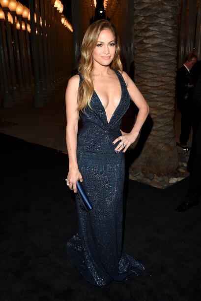 Fabuloso el vestido azul marino de Gucci Premiere, bordado con cristales...