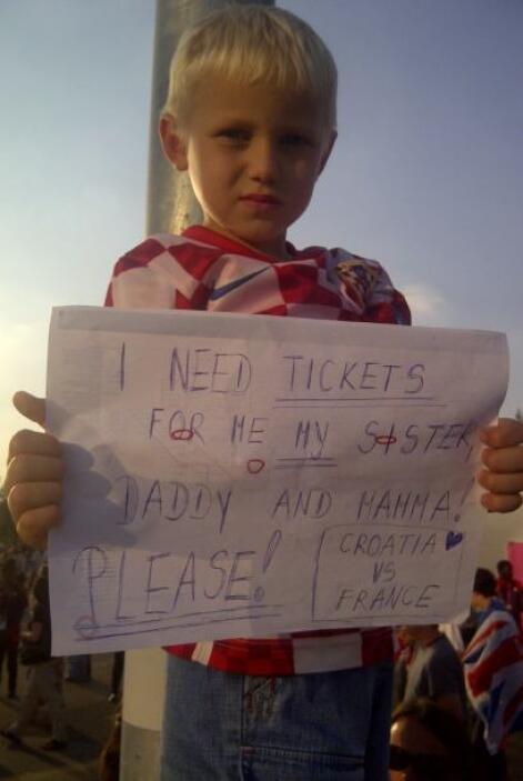 No era facil encontrar entradas. Muchos trataban con carteles, hasta los...